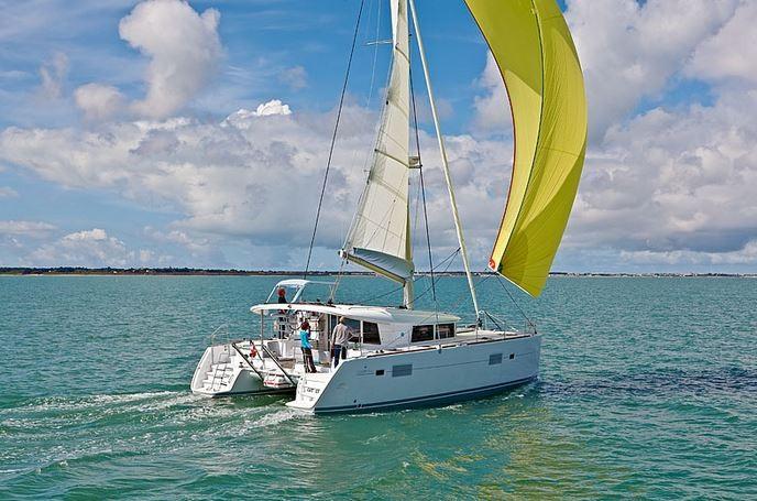 Lagoon 400 S2, Treanne (Cabin charter) starboard bow | Catamaran Charter Croatia